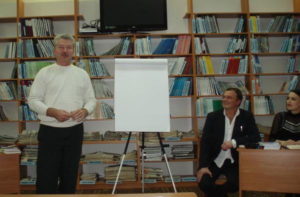 """В Ужгороді пройшла презентація книжки письменника та літературознавця Михайла Рошка """"Розкодування"""""""
