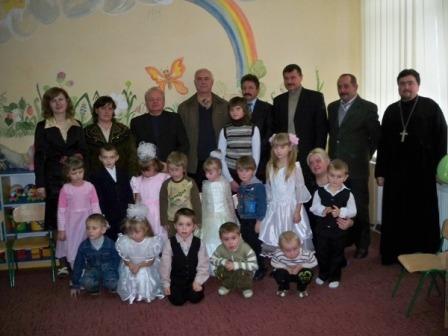 Діточкам закарпатського Верхнього Студеного святий Миколай подарував дитсадочок