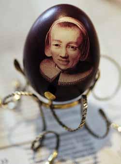 На Закарпатье художница Татьяна Бартош создаёт миниатюрные портреты на