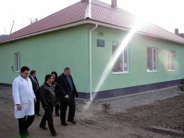 Голова Закарпатської ОДА Олег Гаваші під час відвідання Костринської амбулаторії загальної практики сімейної медицини