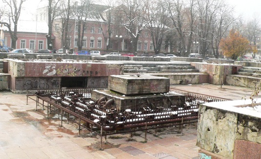Чи повернуть землі довкола Закарпатського облмуздрамтеатру Ужгороду?
