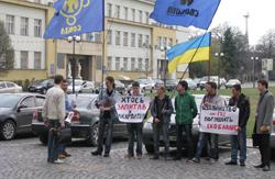 В Ужгороді молодь провела пікет проти будівництва міні-ГЕС