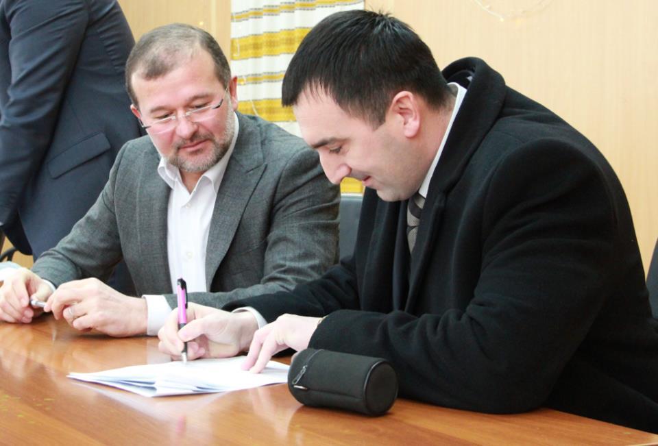 Нардеп Балога підписав угоди з громадами Мукачівщини (ФОТО)