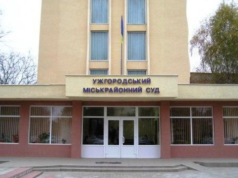 Ужгородські інваліди, що судяться з коньячним заводом, поскаржаться в ООН на відсутність пандусів у суді