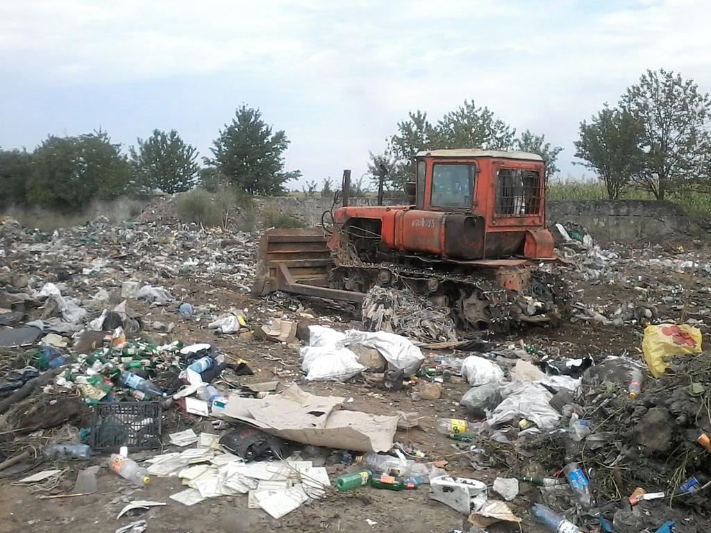 На Виноградівщині за 11 тис грн ліквідували стихійне сміттєзвалище