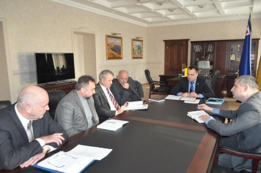 У Закарпатській ОДА мають розробити порядок призначення очільників освітніх та медичних комунальних закладів