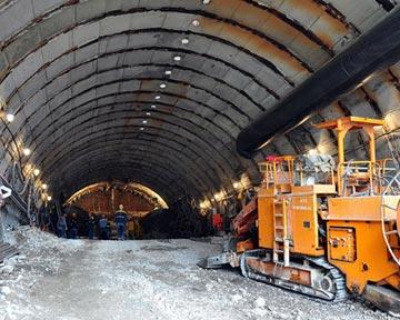 На будівництві Бескидського тунелю збільшили кількість вибухів