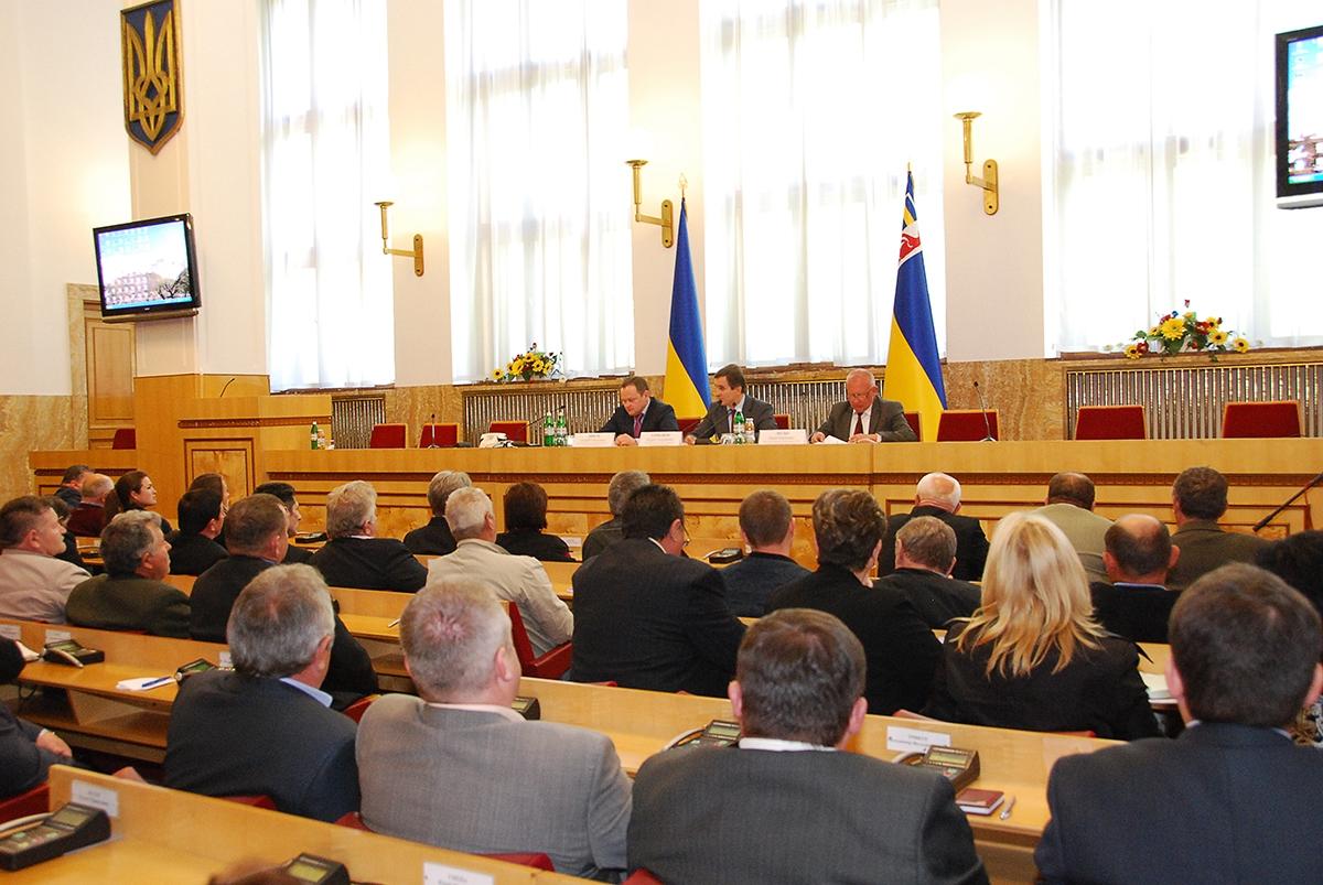 Заступник міністра АПК під час перебування на Закарпатті пообіцяв перегляд вартості ліцензій для виноробів