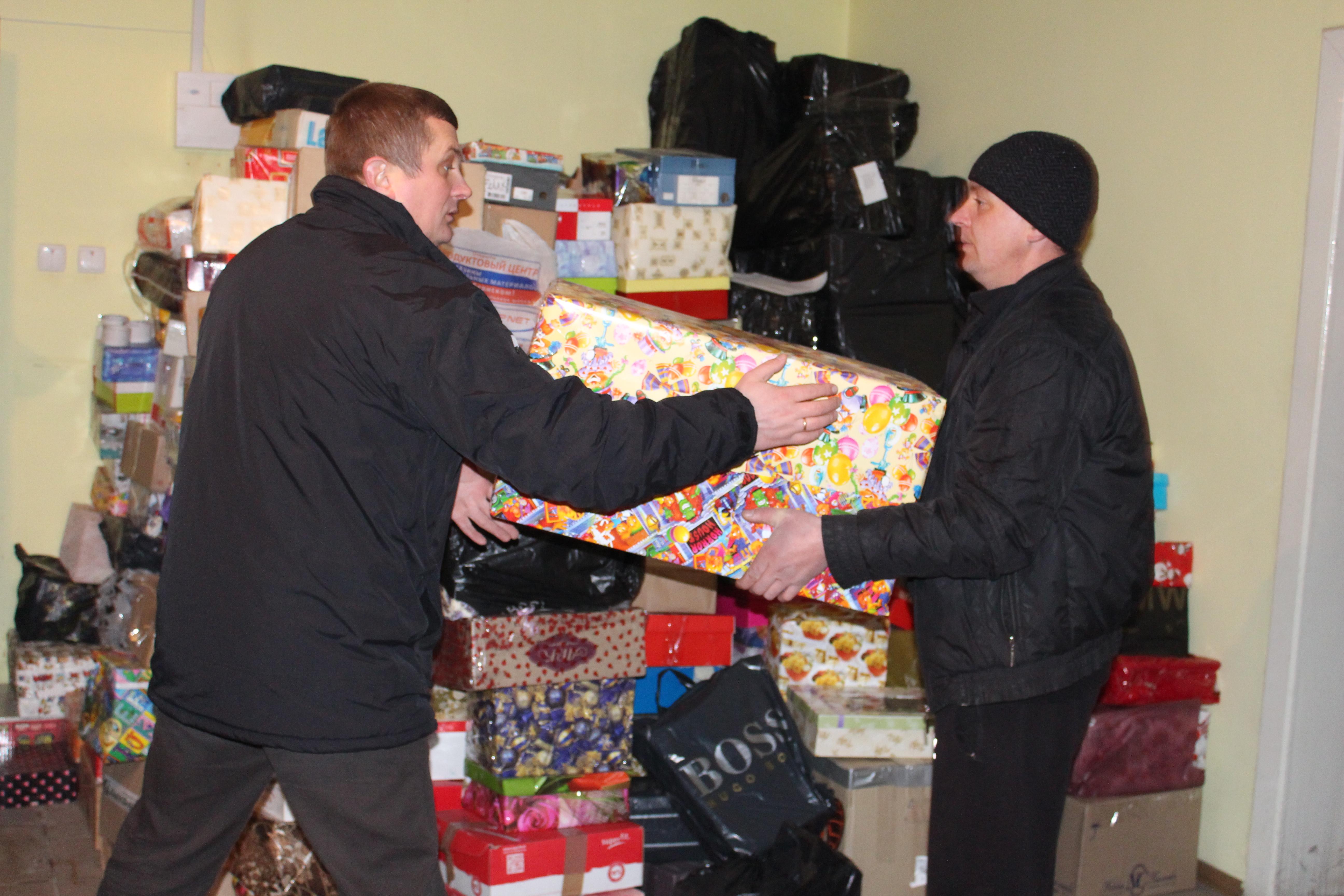 Із Тячівщини на Схід відправили 12 тонн подарунків для дітей та гуманітарної допомоги (ФОТО)