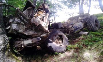 На Свалявщині у провалля перекинулося авто з десятками збирачів чорниці, одна жінка загинула