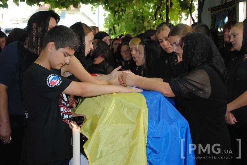 На Мукачівщині поховали бійця