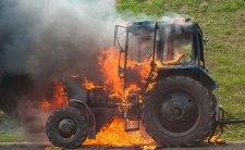 На Тячівщині підприємцю підпалили трельовочний трактор