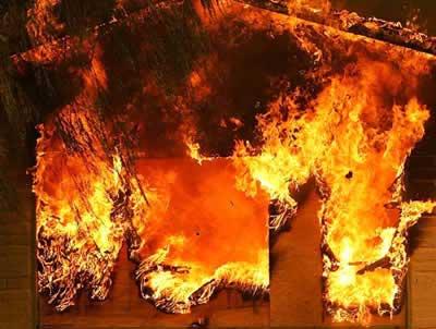 На місці нищівної пожежі в навісі для вівчарів виявили тіло чоловіка