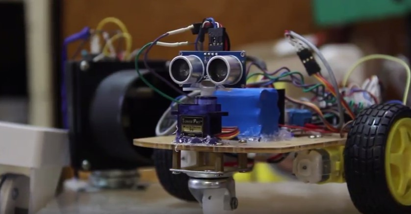 У студентській науковій лабораторії на фізфаку УжНУ потроху створюють роботів?