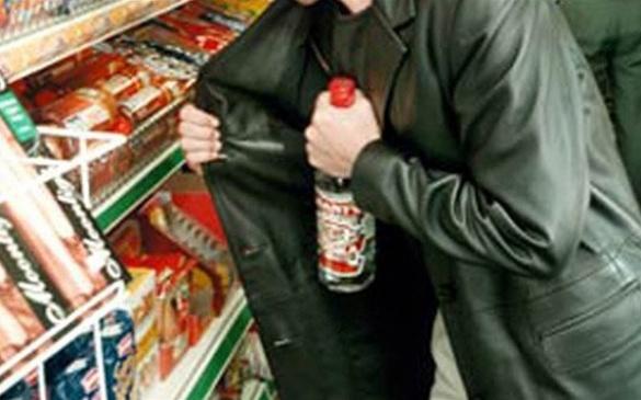 Юнак виніс уночі з сільського магазину горілки на 2 тис грн