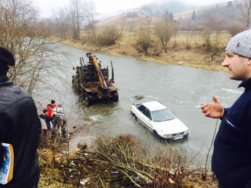 Авто з 4-ма пасажирами вилетіло в річку