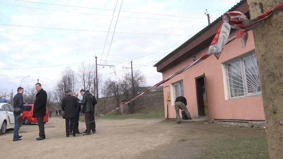 На Воловеччині чоловік зарізав жінку-продавця, якій боргував гроші