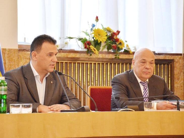 """Закарпатська облрада в недемократичний спосіб обмежила доступ """"сторонніх осіб"""" на свої засідання"""