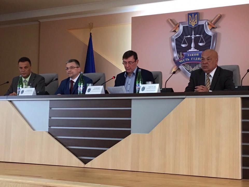 Луценко назвав роботу правоохоронців на Закарпатті