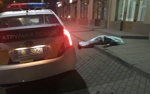 В Ужгороді на вулиці раптово помер 72-річний чоловік (ФОТО)