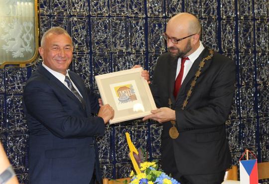 Хуст і Ждяр-над-Сазавою офіційно стали містами-побратимами