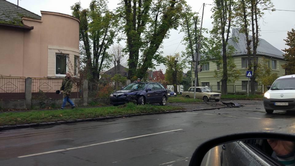 В Ужгороді зіткнулися Hyundai та Mazda (ФОТО)