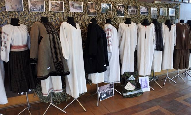 """В Іршаві відкриють унікальну виставку старовинного одягу Луганщини """"Евакуйована колекція"""""""