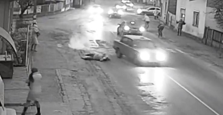 У Виноградові автівка збила жінку, що переходила дорогу по