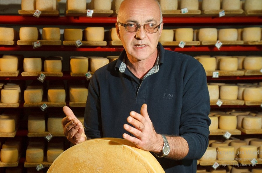 Сировар Петро Пригара: До Нижнього Селища на Закарпатті їдуть за унікальними місцевими сирами