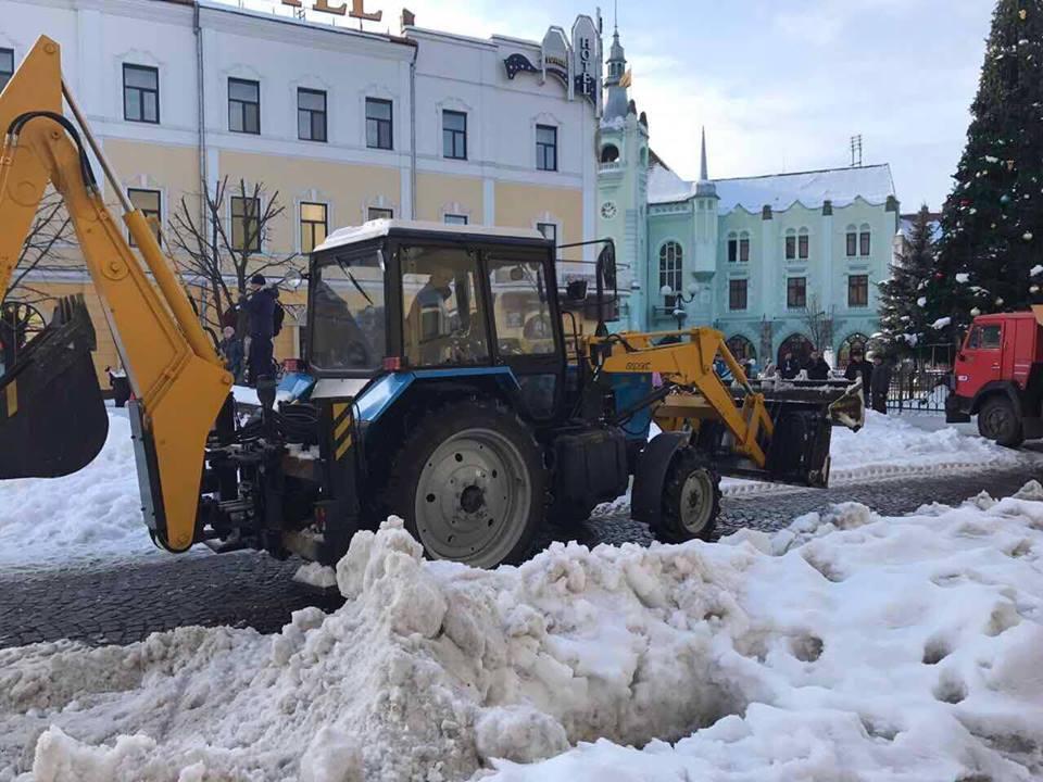 За прибирання снігу у Мукачеві заплатили 879 тисяч гривень
