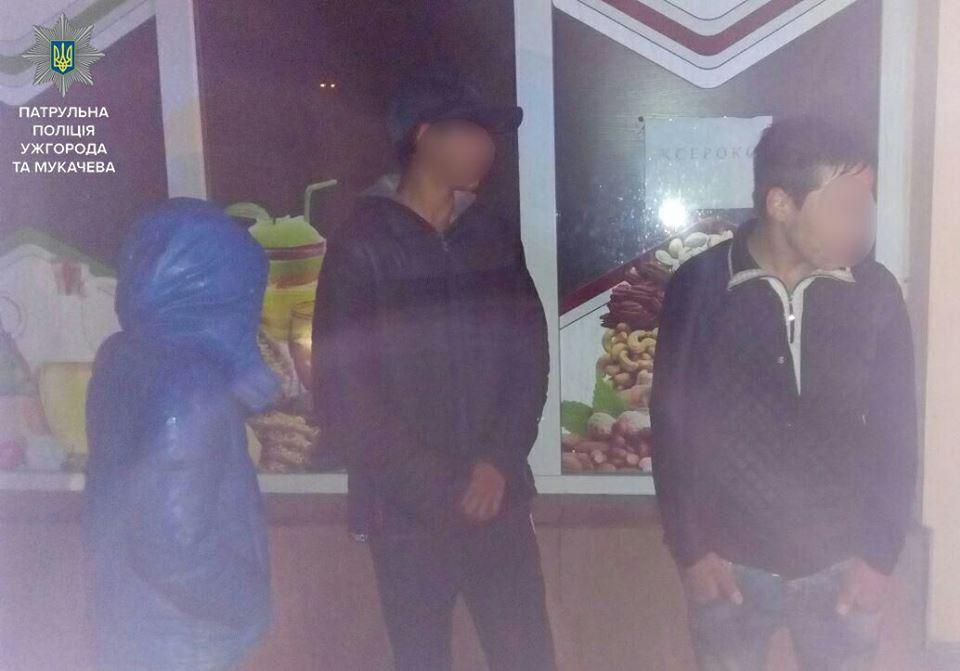 В Ужгороді патрульні затримали трійцю грабіжників (ФОТО)