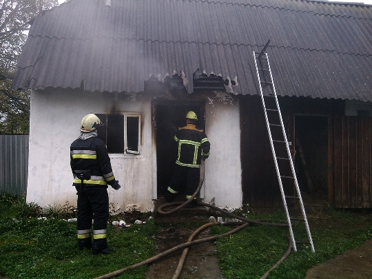 На Тячівщині. в пожежі заживо згорів чоловік (Фото)