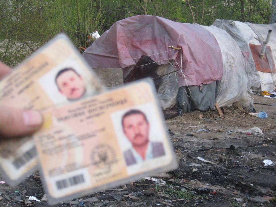 Закарпатські цигани відібрали у франківця паспорт та змушували жебракувати