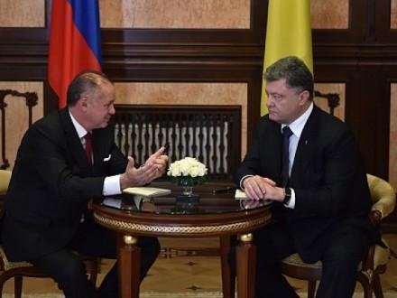 У день введення безвізового режиму Порошенко зустрінеться на Закарпатті з президентом Словаччини