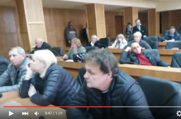 Екс-депутати, чиї картки незаконно голосували на дерибанній