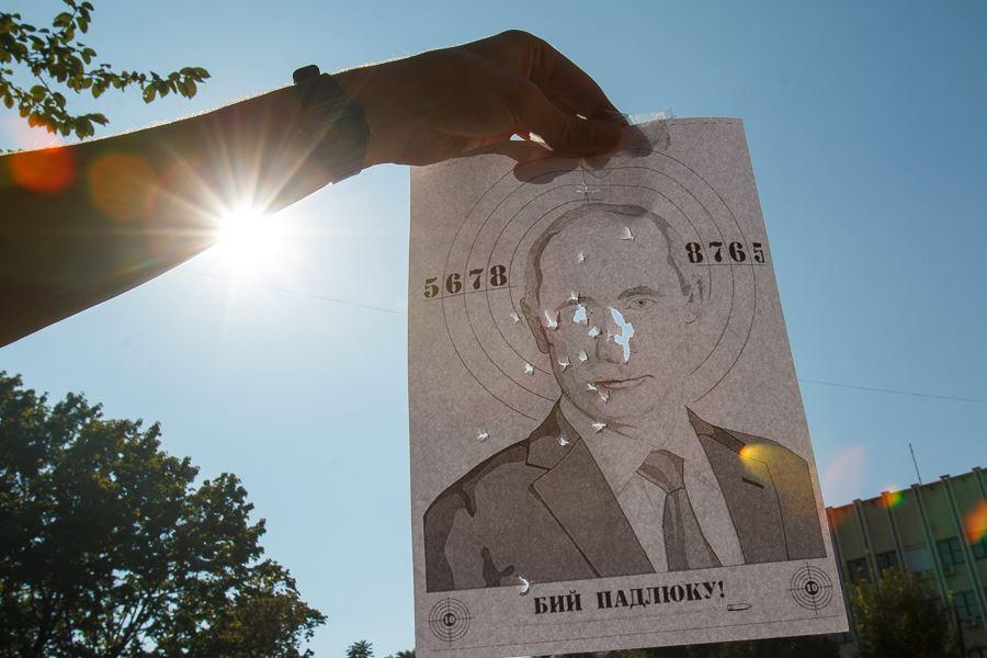 В Ужгороді на фестивалі розстрілювали Путіна