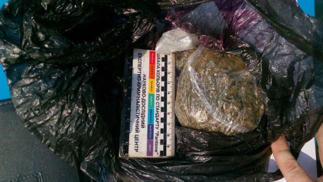 У берегівця, що намагався втекти від поліції, виявили марихуану (ФОТО)