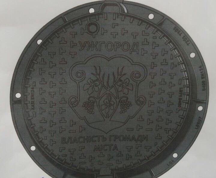 В Ужгороді встановлять чеські антивандальні люки, зокрема з гербом міста (ФОТО)