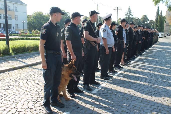 На Закарпатті поліція за тиждень до Дня Незалежності перейшла на посилений варіант несення служби