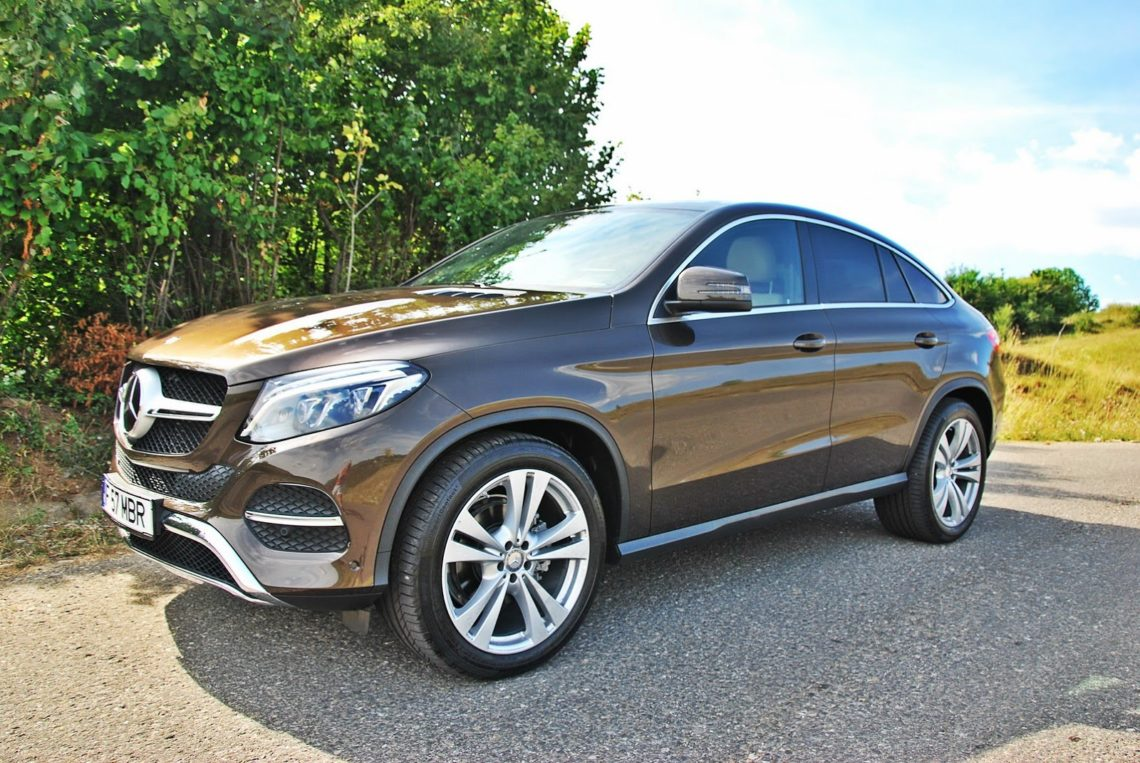Заступниці начальника Мукачівського ЦНАПу подарували елітний Mercedes за майже 3 млн грн