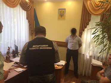 На хабарі затримали суддю з Мукачева і начальника юрвідділу міського Пенсійного фонду