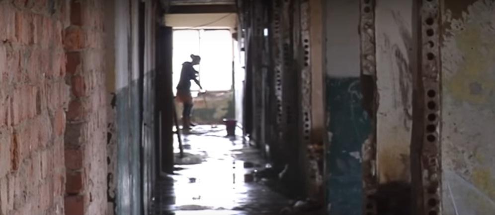 У Берегові вже 10 років 7 багатодітних сімей живуть у нелюдських умовах (ВІДЕО)