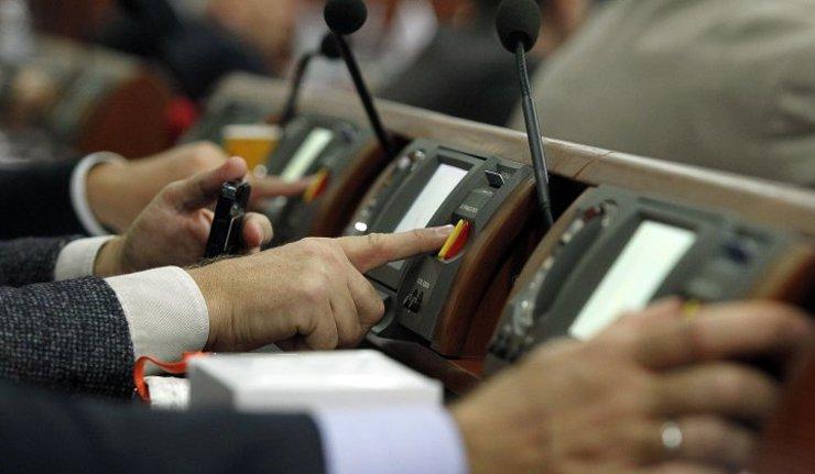 """Закарпатські нардепи розділилися в голосуванні за закон """"Про освіту"""""""