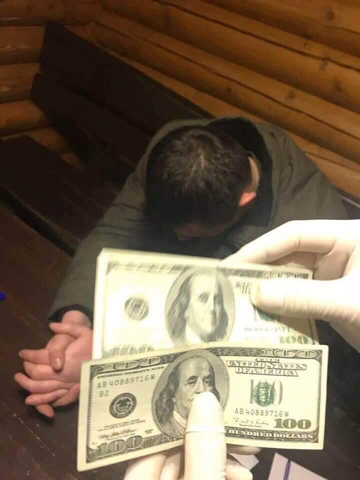 На хабарі в 200 доларів затримали начальника Свалявського райвідділу служби пробації (ФОТО)
