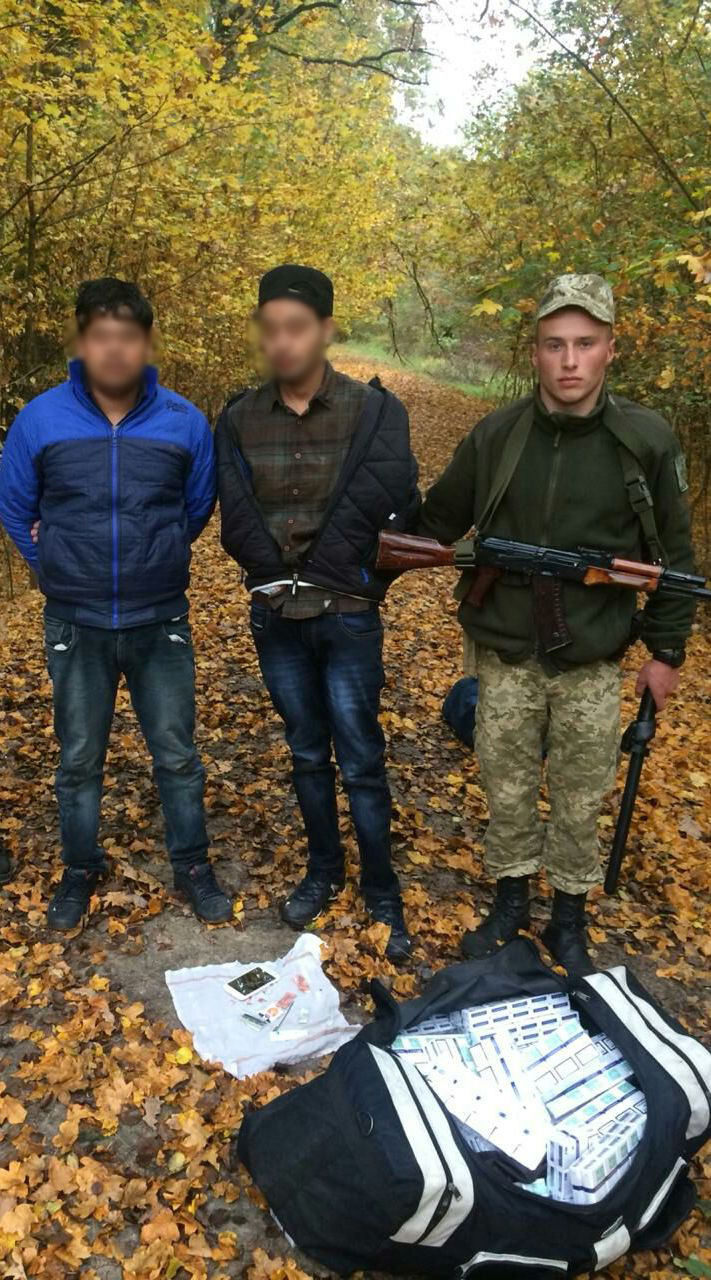 На Закарпатті з пострілами затримали двох нелегалів-індусів з сигаретною контрабандою (ФОТО)