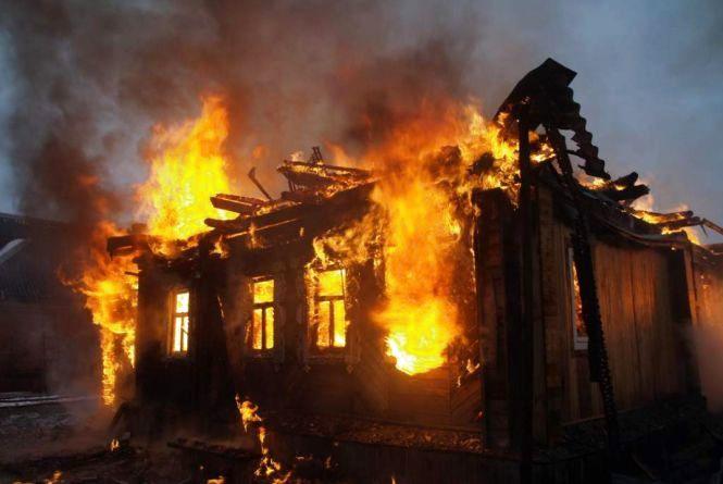 Житловий будинок, надвірна споруда та котельня горіли на Закарпатті