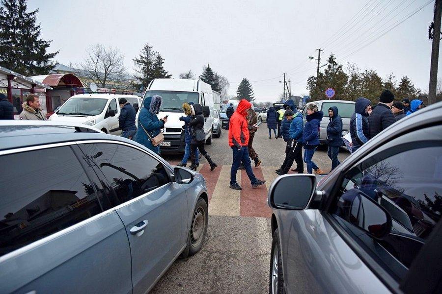 """Через блокування кордонів """"євробляхарями"""" держбюджет щодня втрачав близько 45 млн грн"""
