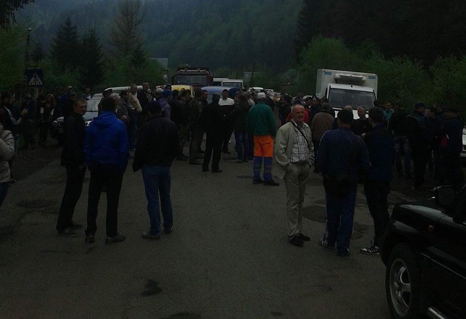 У Соймах  люди перекрили дорогу, вимагаючи її ремонту