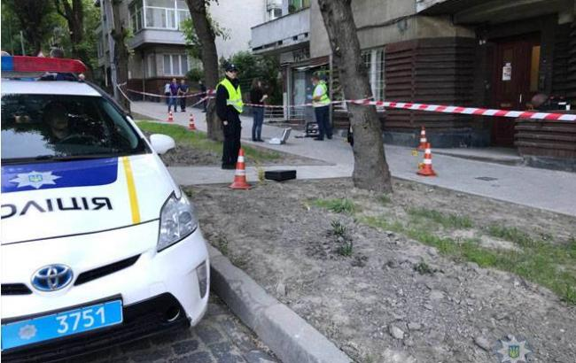У Львові, закарпатець, втікаючи з місця ДТП, вдарив патрульну ножем в груди (ФОТО)