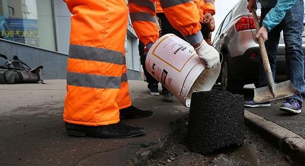 На Тячівщині службовці сільради уклали договори на ремонт дороги без проведення тендеру, уникаючи процедуру публічних закупівель